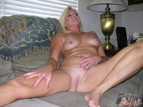 Blonde MILF Nude Modeling - Paris From True Amateur Models